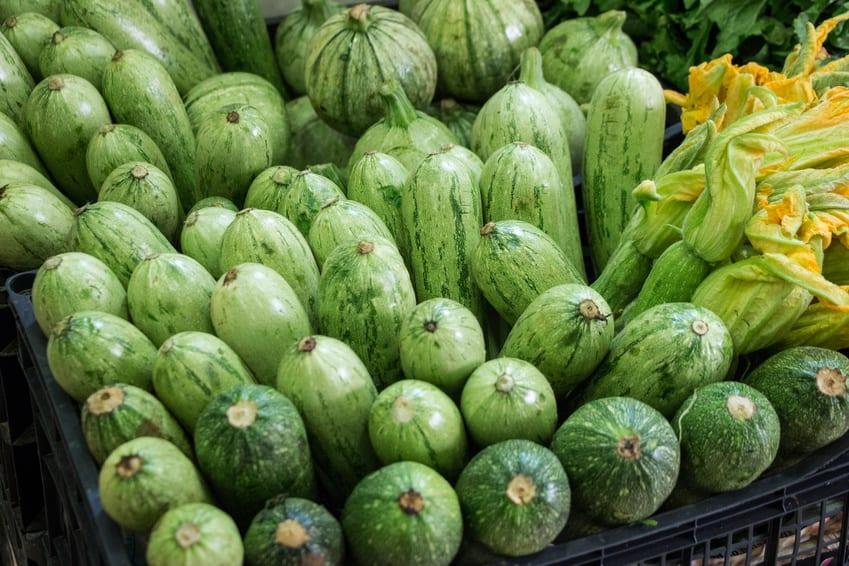 """""""Niebotyczne"""" ceny warzyw w Europie, cukiniowy kryzys na Wyspach"""