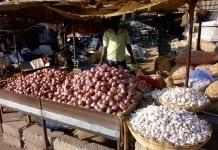 W Indiach złodzieje wolą cebulę od pieniędzy
